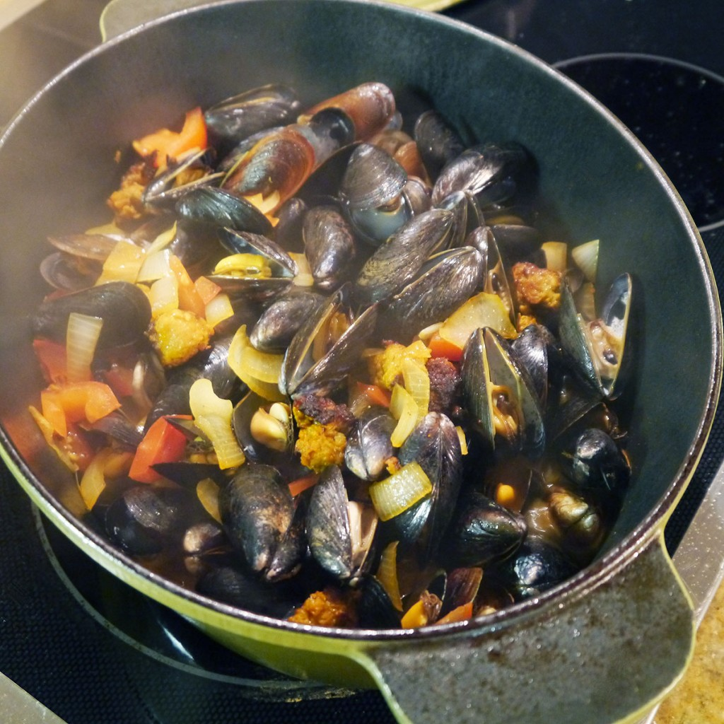 Steamed Mussels with Chorizo Sausage & Tomatoes - Cook Better Than ...